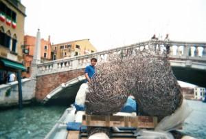 54a BIENNALE DI VENEZIA (trasporto scultura), Venezia 2011